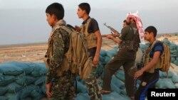 مقاتلون من أبناء عشائر الأنبار