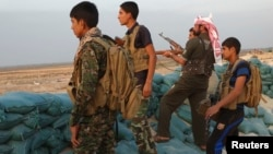 مقاتلون من متطوعي العشائر في الأنبار
