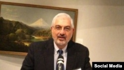 رونالد سانی، استاد تاریخ سیاسی و اجتماعی در دانشگاه میشیگان