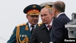 Ռուսաստանի նախագահ Վլադիմիր Պուտինը Ղրիմի Սևաստոպոլ նավահանգստում ռուսական Սևծովյան նավատորմի տեսչություն է իրականացնում, 9-ը մայիսի, 2014թ․