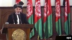 Ашраф Ғани Ауғанстан президенті қызметіне кірісер алдында ант беріп тұр. Кабул, 2014 жыл.