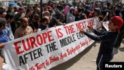 Шукачі притулку протестують проти депортації, табір біженців на грецько-македонському кордоні, 6 квітня 2016 року