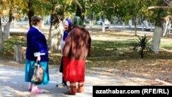 Aşgabadyň seýilgähinde, 2010-njy ýyl.