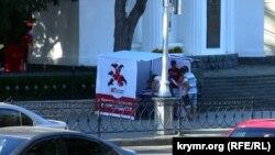 Один із наметів для збору підписів на площі Нахімова в Севастополі