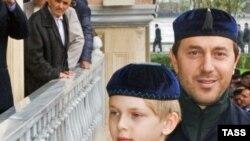 Внук Аллы Пугачевой Дени (слева) прибыл на торжества вместе с отцом - бизнесменом Русланом Байсаровым