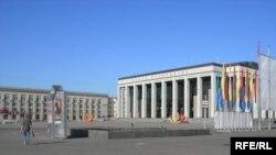 На Кастрычніцкай плошчы месца для зборшыкаў подпісаў няма.
