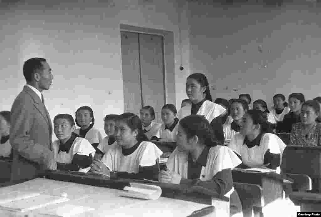 Сабақ үсті. Қазақ ССР-і, 1945-1950 жылдар.