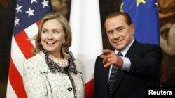 Державний секретар США Гілларі Клінтон та прем'єр-міністр Італії Сільвіо Берлусконі під час наради в Римі, 5 травня 2011 року