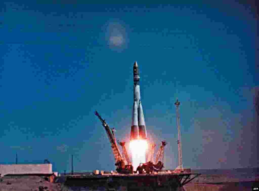 """The """"Vostok-1"""" spacehip, carrying Yury Gagarin on his historic first manned flight into space, blasts off on top of an R-7 rocket from the Baikonur Cosmodrome on April 12, 1961."""