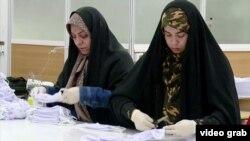 მოხალისეები პირბადეებს კერავენ ირანში.