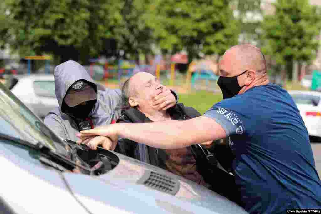 Невідомі чоловіки застосовують силу проти прихильника Северинця