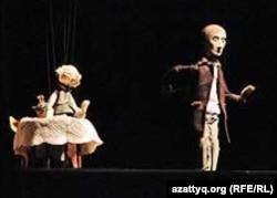 Театр «Кукольный формат» из Санкт-Петербурга представляет спектакль «Преступление и наказание» на Всемирном карнавале кукол. Алматы, сентябрь 2011 года.