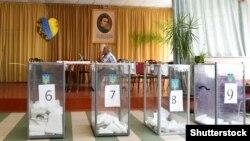 На избирательном участке в день местных выборов в Украине. Львовская область, 25 октября 2020 года.