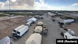 Техас штатында мыйзамсыз иммигранттардын балдары үчүн түзүлгөн лагерь. 14-июнь, 2018-жыл.