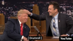 Donald Trump (solda) və Jimmy Fallon