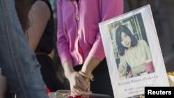 Церемония памяти китайской студентки Линси Лю, погибшей при взрыве в Бостоне