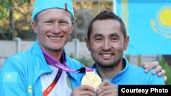 Kazakh cyclist Aleksandr Vinokurov's (left, with teammate Assan Bazaev) triumph on July 28 in the road cycling event set the tone for his country's success, one journalist says.