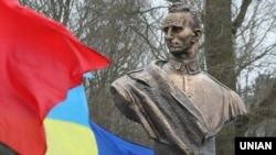 Пам'ятник Роману Шухевичу у селі Білогорща на Львівщині