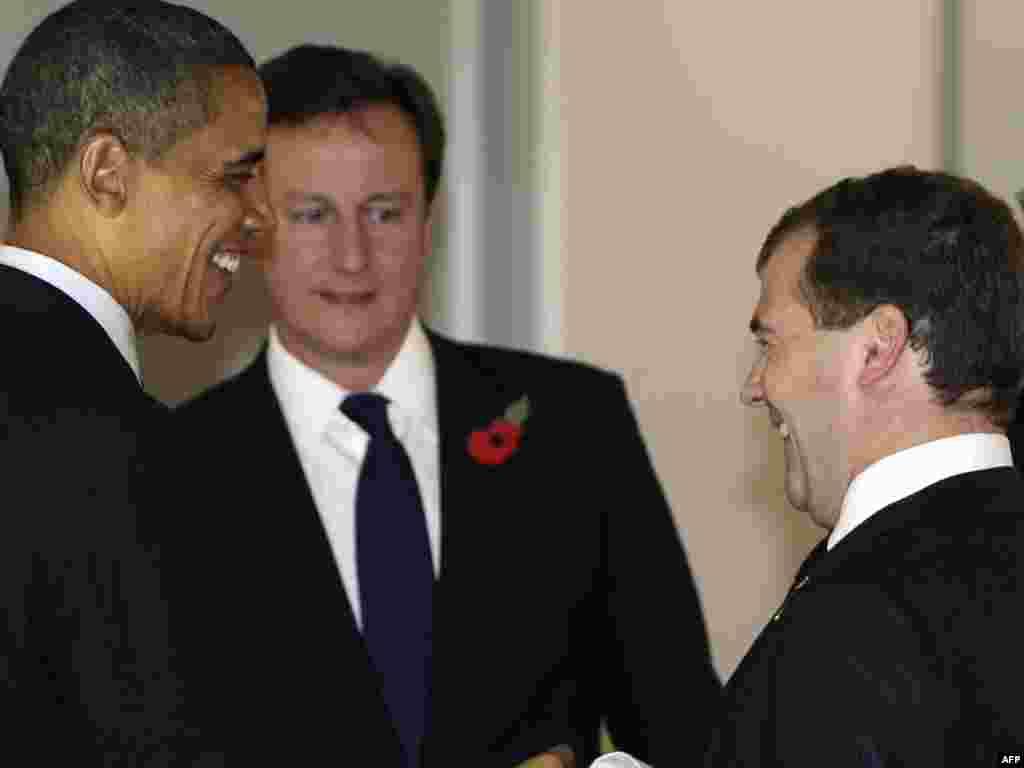 (از چپ به راست ) باراک اوباما رییس جمهوری آمریکا، دیوید کامرون نخست وزیر انگلستان و دیمیتری مدودف، رئیس جمهوری روسیه - کره جنوبی