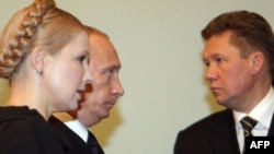 Prime Ministers Vladimir Putin and Yulia Tymoshenko with Gazprom CEO Aleksei Miller (right).