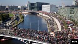 Mii de persoane au protestat împotriva acordurilor TTIP și CETA la Berlin în 10 octombrie 2016