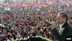 Премьер-министр Турции Реджеп Эрдоган на предвыборном митинге в Стамбуле. 23 марта 2014 года.