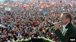 Премьер-министр Турции Реджеп Эрдоган на предвыборном митинге