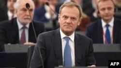 به گفته دونالد توسک، اتحادیه اروپا «حاصل مجموعهای از ارزشهای مشترک و معیارهای واحد برای دموکراسی» است.
