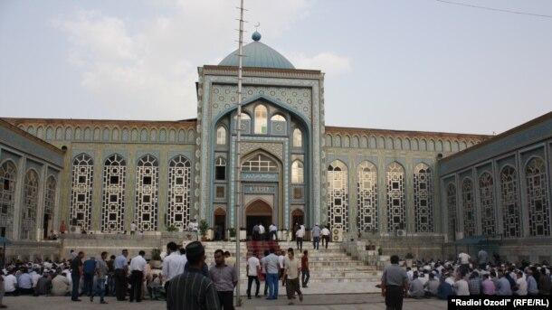 Совет улемов Таджикистана официально разрешил праздновать день рождения Пророка Мухаммада
