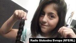 12-годишната Јована Симовска од Тетово ја донираше својата коса за децата болни од рак