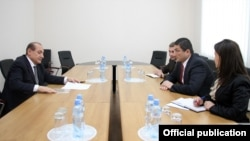 Georgia - Georgian Deputy Foreign Minister Gigi Gigiadze (R) meets with Armenian Ambassador Yuri Vartanian, Tbilisi, 4May2015.