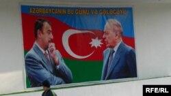 Heydər və İlham Əliyevlərin posteri.