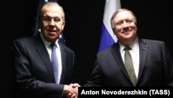 Раніше про зустріч Майка Помпео (праворуч) і Сергія Ларова повідомило МЗС Росії