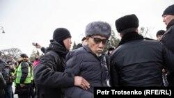 Задержания участников антиправительственной акции в поддержку инициаторов создания оппозиционной Демократической партии. Алматы, 22 февраля 2020 года.