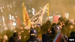 Марш, организованный группой ПЕГИДА, выступающей против мигрантов, во Франкфурте, январь 2015 года. Иллюстративное фото.