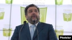 Գործարար Ռուբեն Վարդանյանը ելույթ է ունենում Դիլիջանի միջազգային դպրոցի շինարարության մեկնարկի ժամանակ, արխիվ