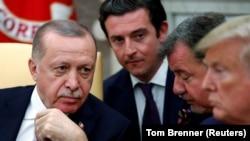 Donald Trump (öndə sağda) və Recep Tayyip Erdogan (solda), arxiv fotosu