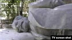 Памятники повержены, марксизм еще жив.