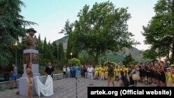 Открытие памятника российскому писателю Александру Грину в «Артеке», 8 июля 2017 года