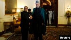 Средба на претседателите на Индија и на Авганистан, Пранаб Мухерџи и Хамид Карзаи, во Њу Делхи.