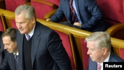 Former Polish President Aleksander Kwasniewski (second left) and former European Parliament President Pat Cox (right) attend a session of the Ukrainian parliament in Kyiv on November 8.