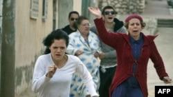 Израильтяне бегут в укрытие во время одного из мартовских обстрелов