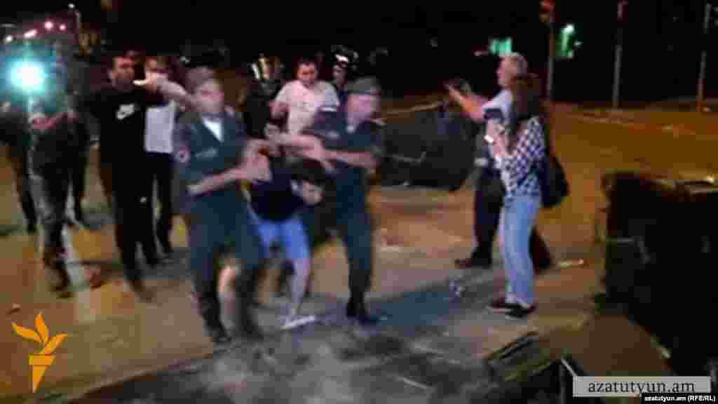 Armenia - Police apprehends protesters on Khorenatsi street, Yerevan,21Jul,2016