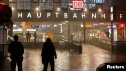 Мюнхенде болжолдуу объекттер деп эки темир жол бекети аталган соң дароо вокзалдагы адамдар эвакуацияланган.
