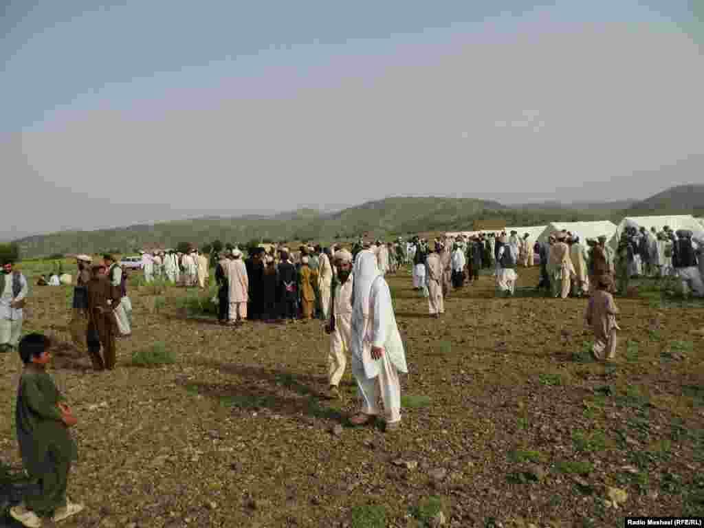 Pakistan -- Aids (assistances) with immigrants of Waziristan, 18 June 2014