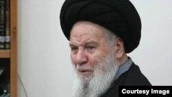 آیتالله عبدالکریم موسوی اردبیلی، رئیس دستگاه قضاوت جمهوری اسلامی در دهه ۱۳۶۰ سوم آذر، در ۹۱ سالگی درگذشت.