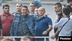 Ոստիկանապետ Վլադիմիր Գասպարյանը Բաղրամյան պողոտայում, 28-ը հունիսի, 2015թ.
