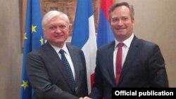 Министр иностранных делАрмении Эдвард Налбандян (слева) и государственный секретарь Франции по иностранным делам Жан-Батист Лемуан, Париж, 20 декабря 2017 г.