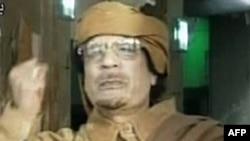 Ливияның бұрынғы жетекшісі Муаммар Каддафи белгісіз жерден жасаған аудио жолдауында өзінің көтерілісшілерге берілмейтінін қайталады. 1 қыркүйек, 2011