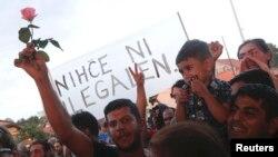 Мигранты в Хорватии требуют разрешить им пересечь границу для дальнейшего шествия в Западную Европу. 18 сентября 2015 года.
